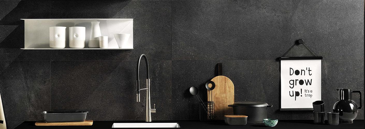 Trend: mat zwarte badkamer accessoires