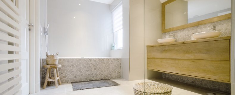 Binnenkijker – de rustgevende badkamer van Nanda