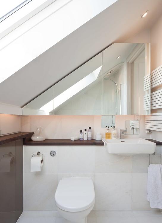 Iets Nieuws Badkamer met schuin dak &KV16