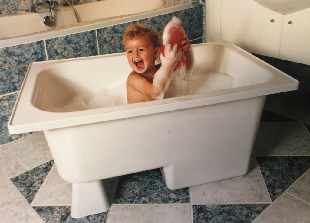 compacte zitbad in badkamer