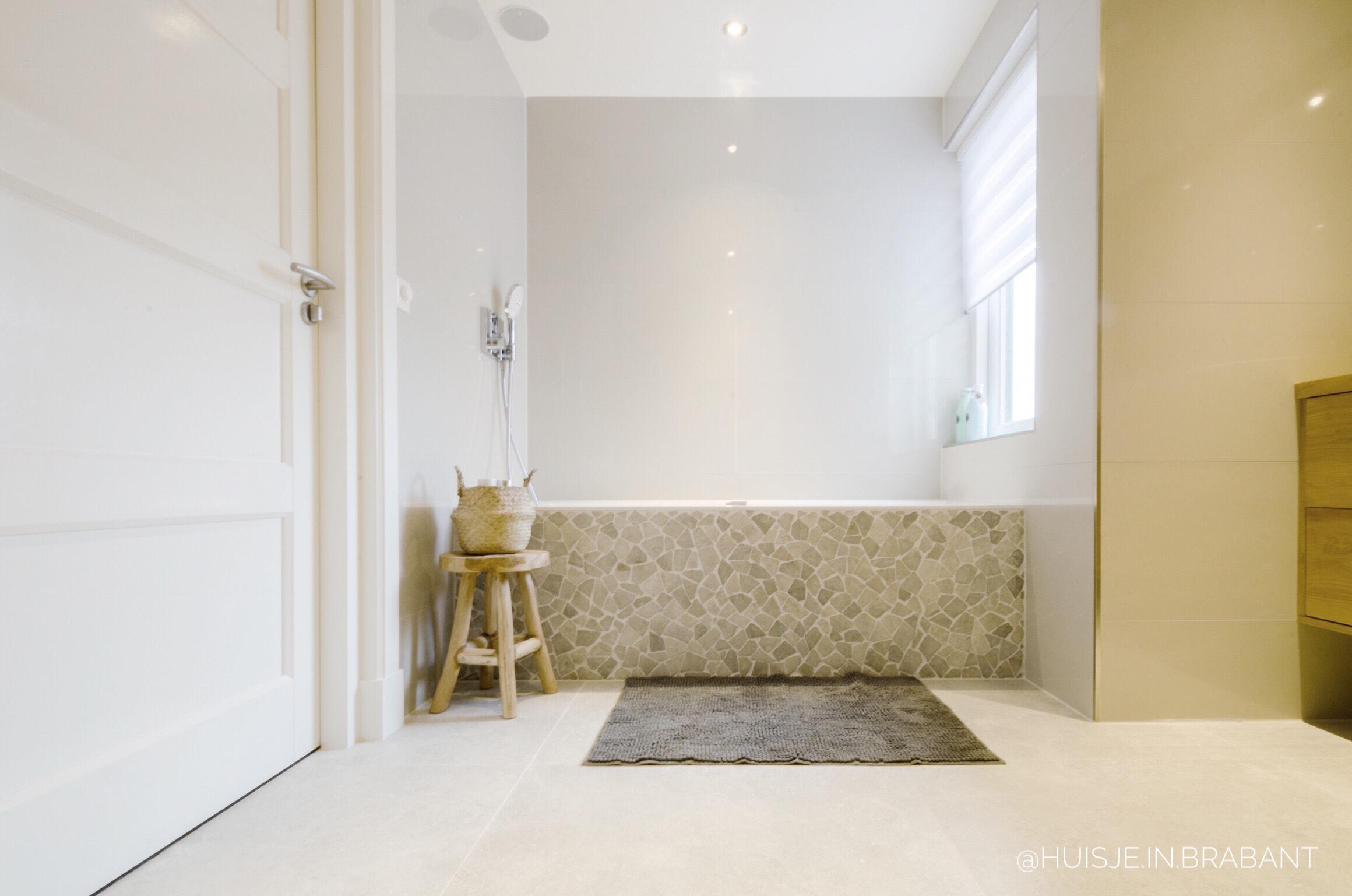 badkamer binnenkijker Scandinavische stijl