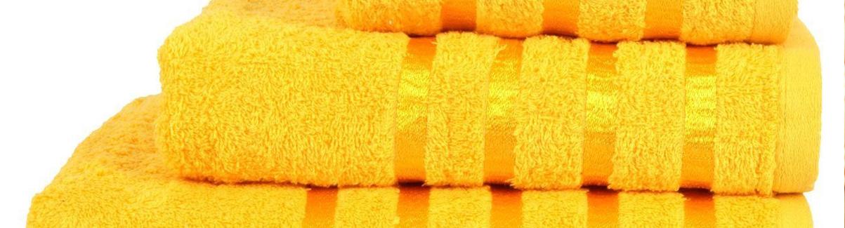 frisse handdoeken in badkamer