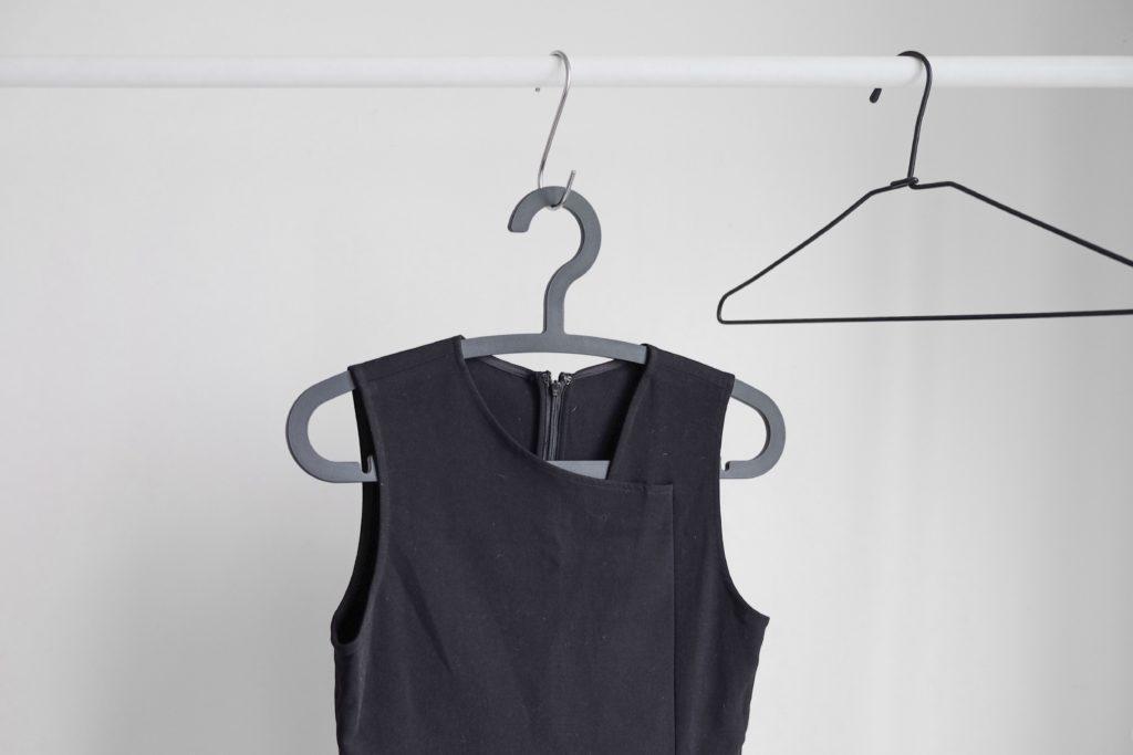 kledinghanger badkamer