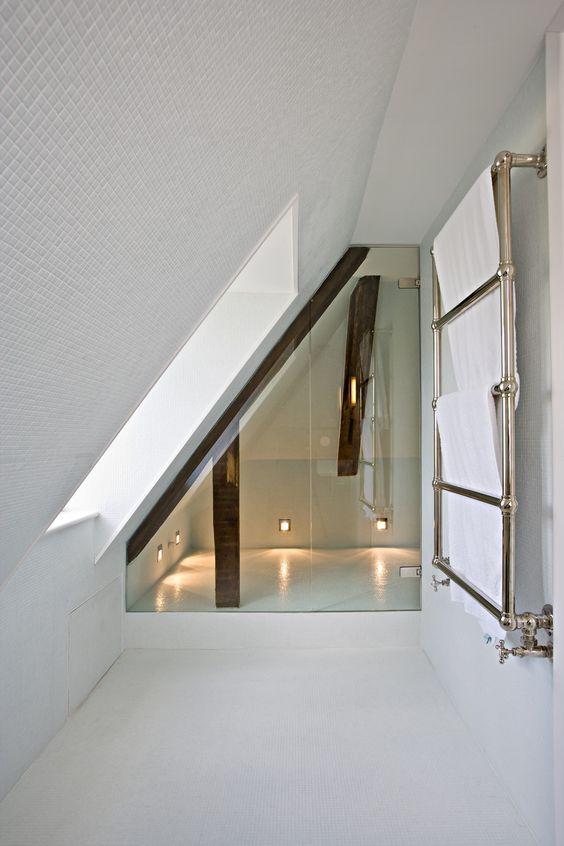 Iets Nieuws Badkamer met schuin dak #AW45