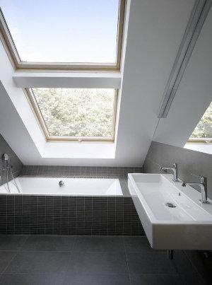 dakramen in badkamer