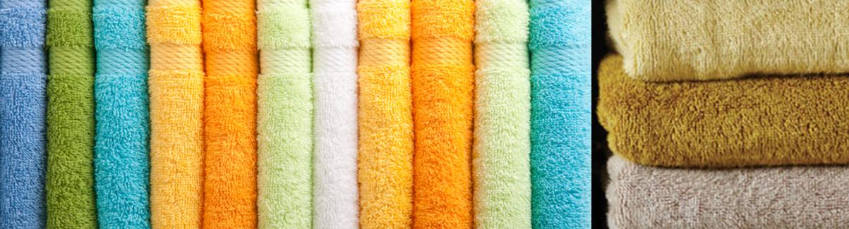 vrolijke handdoeken in badkamer