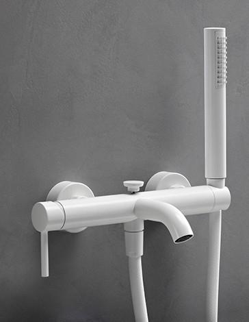 vtwonen baden Curve badkraan met slang en handdouche powder white