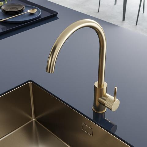 Hotbath Cobber X CX040 keukenkraan met draaibare uitloop geborsteld messing PVD
