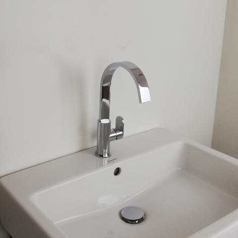 Hotbath Friendo F004C wastafelmengkraan hoog model met draaibare cascade uitloop zonder waste chroom